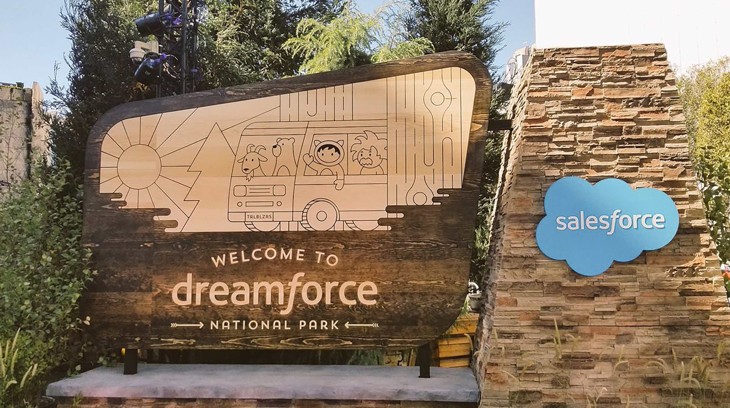 blog-banner-The-trailhead-to-customer-satisfaction-is-Dreamforce-2018